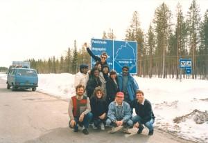 """Doru Căplescu, alături de membrii formaţiilor """"The Platters"""" şi """"Electric-cord"""", la Cercul Polar, în 1988 (Arhivă Stela Enache)"""