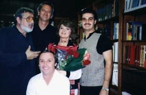 """Sergiu Cioiu, Radu Goldis, Margareta Paslaru, Elvis Dinu, Marian Bucur, in cadrul turneului american """"Vine, vine Margareta!"""" din iunie 1999. (Arhiva personala a Margaretei Pâslaru)"""