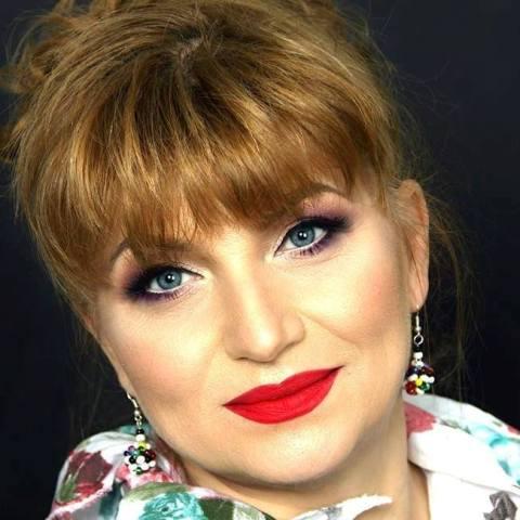 Camelia Florescu Un Tulburător Echilibru între Muzică şi Poezie