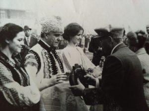 In 1980, la Onesti, facand partea din delegatia oficiala, care i-a intampinat pe sotii Ceausescu, in timpul unei vizite de lucru.