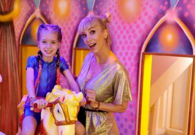 """Sofia, copila susținută de Annes, lansează primul single: """"Mama nu-i acasă"""""""