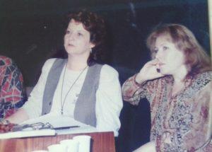 Luminiţa Dumitrescu şi Aurora Andronache în studiourile TVR (arhiva personală Aurora Andronache)