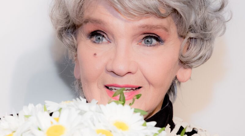 Margareta Pâslaru surprinde muzical cu o piesă de vacanță